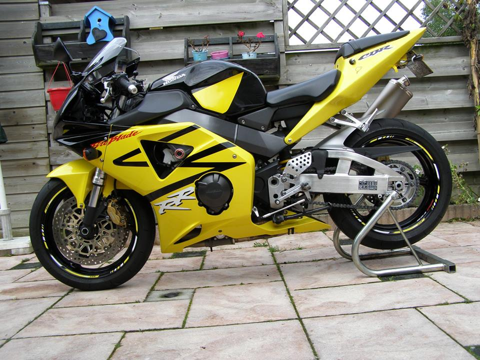 Rim Striping Specialgp Honda Cbr 954rr In The Colors Yellow White